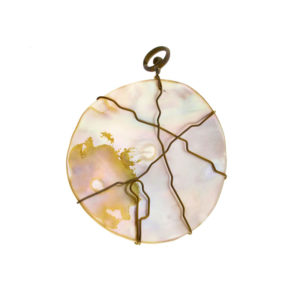 mizar - round mother of pearl pendant pic1